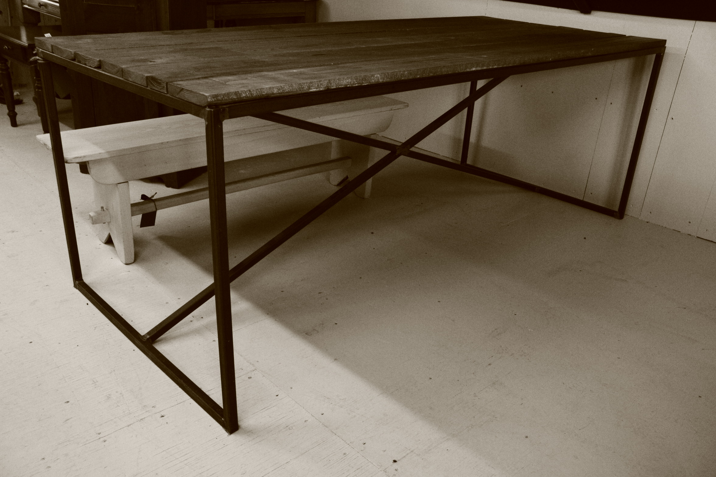 Table fer forg et bois l 39 industriel meubles hochelaga 1967 for Meuble quebecois contemporain