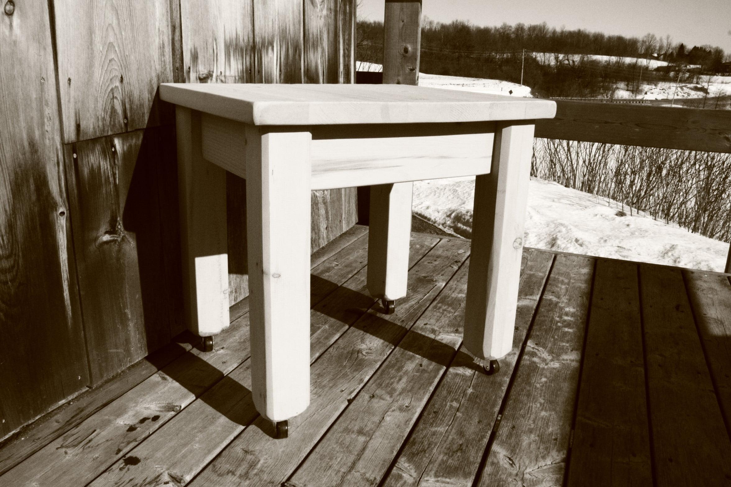 Table rustique roulettes meubles sur mesure meubles for Meuble rustique montreal