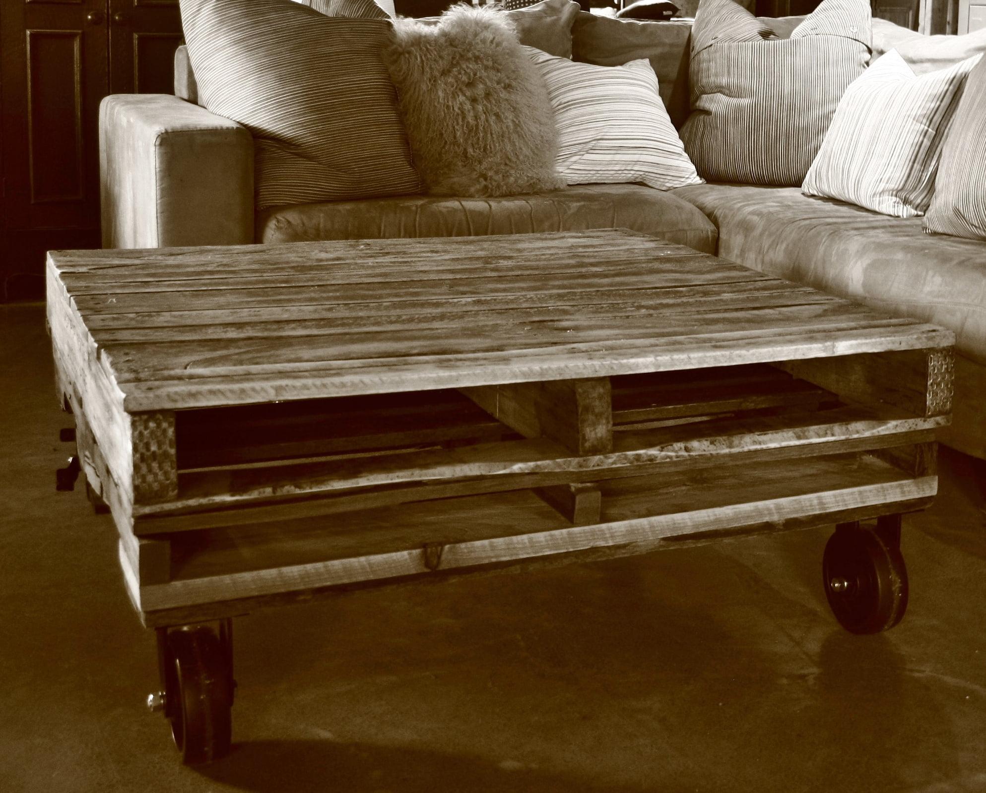 Meuble en palette vieux bois bois recycl de style - Table palette bois ...
